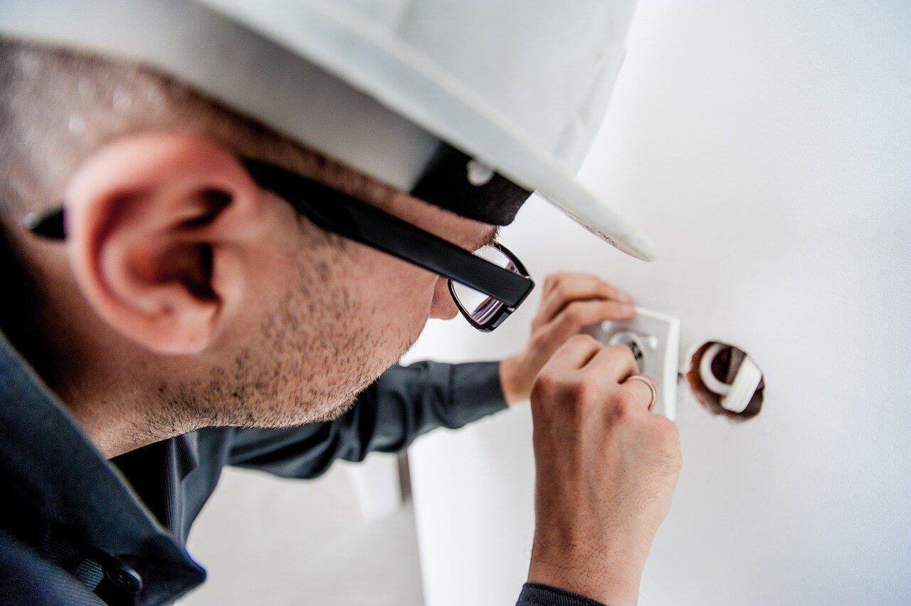 electricians on social media
